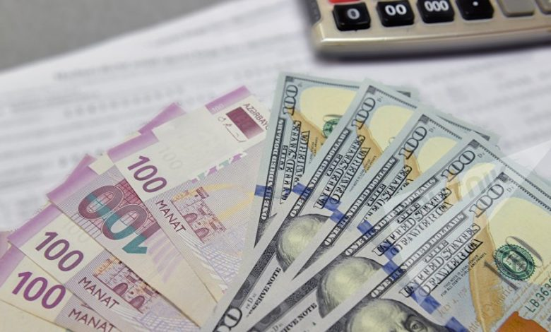 Lawyers and economists call Azerbaijan's foreign currency exchange limits illegal