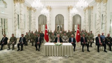 Erdogan meets Turkish military operating in monitoring center in Agdam